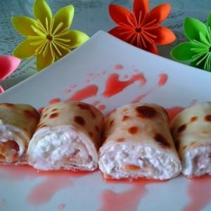 Фил за палачинки со урда и сируп од јагоди