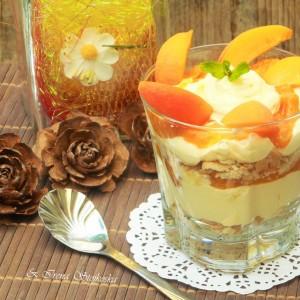 Кремаст десерт со кајсии
