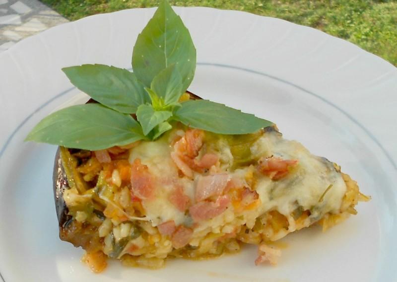 Полнет модар патлиџан со летен свеж зеленчук