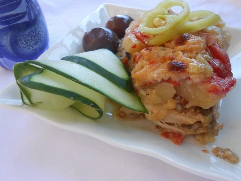 Гурманска тава со модар патлиџан и пилешко месо
