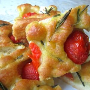 Фокача со шери домати, сирење и рузмарин (Италијанска кујна)