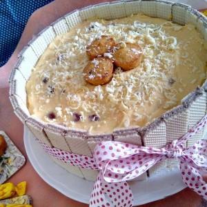 Летен гламур – торта со крем од ванила и вишни
