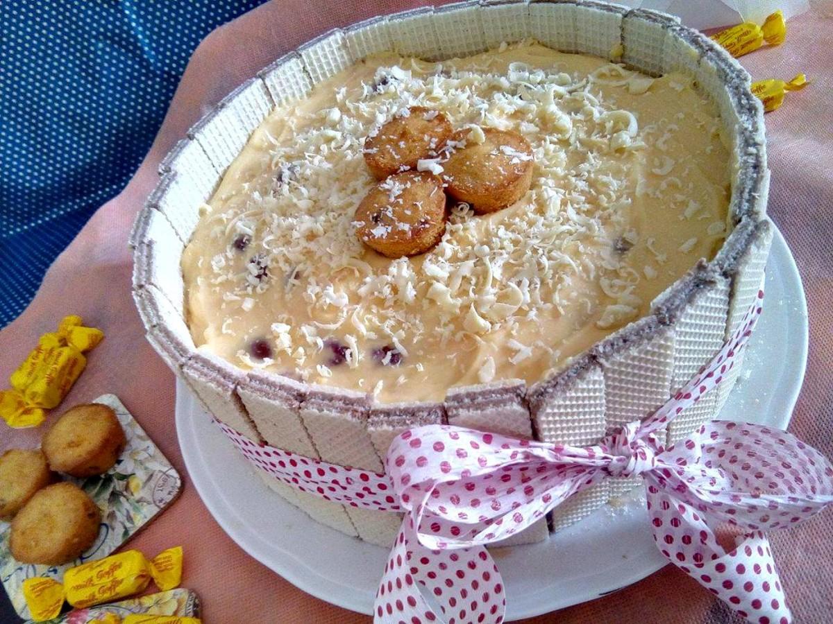 Летен гламур   торта со крем од ванила и вишни