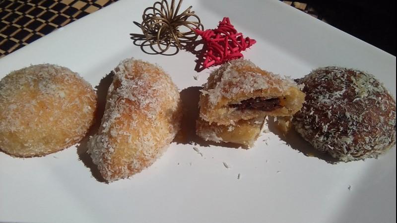 Парени колачи со фил од суво овошје