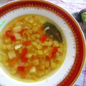 Летна супа од млади тиквички и компири