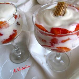 Десерт со праски и наполитанки