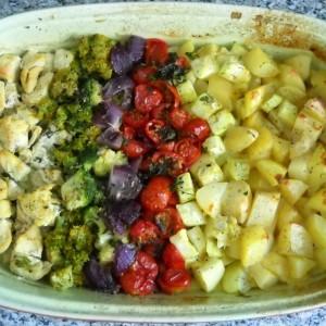 Виножито тава со пилешко и зеленчук