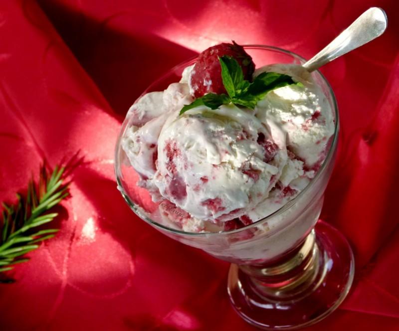 Сладолед со јагоди (апарат за сладолед)