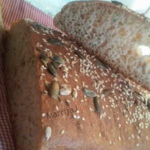 Леб од интегрално брашно и семиња (без месење)