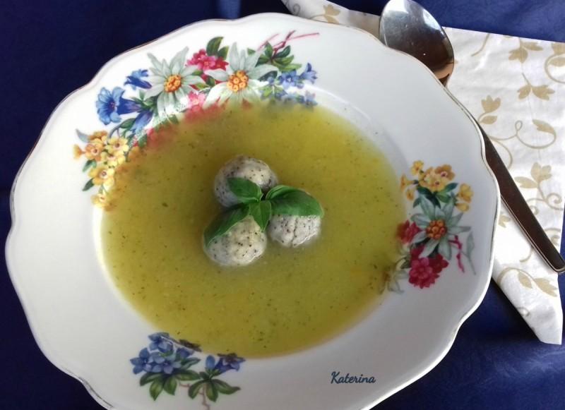 Супа од зеленчук со кнедли од афион