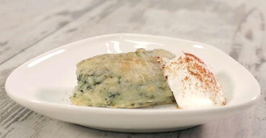 Видео рецепт: Потпечено пире со спанаќ и лук