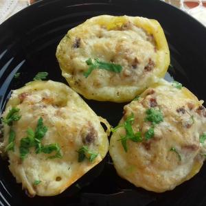 Полнети компири со свежи шампињони и колабаси
