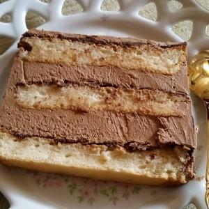 Торта со лешници, чоколадо и ванила