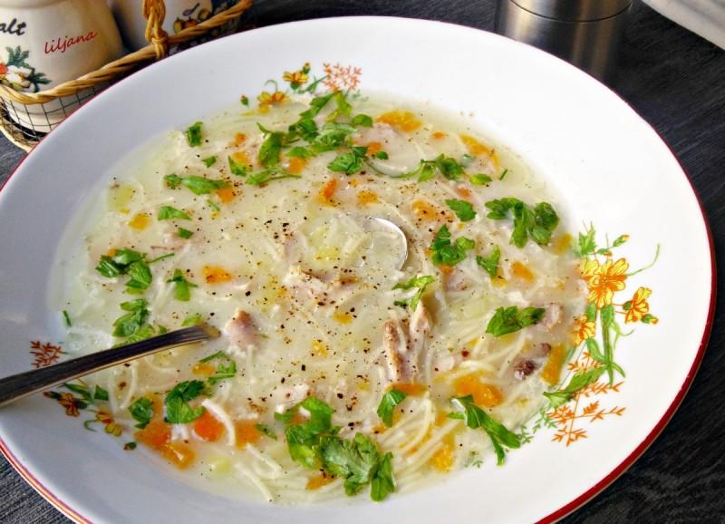 Пилешка супа со пресно млеко