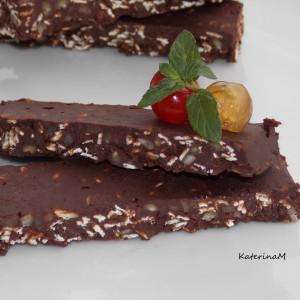 Чоколадни плочки со овесни снегулки и бадеми