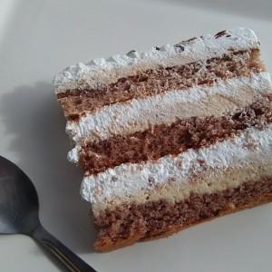 Kремаста торта со мелени бисквити и инстант чоколадо