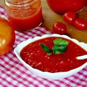 Ароматичен сос од домати и пиперки