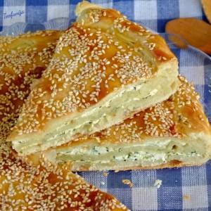 Лисната пита со сирење и сув спанаќ