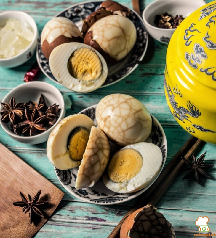 Варени јајца во маринада од црн чај и зачини (кинеско)