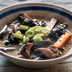 Кисело-лута кинеска супа