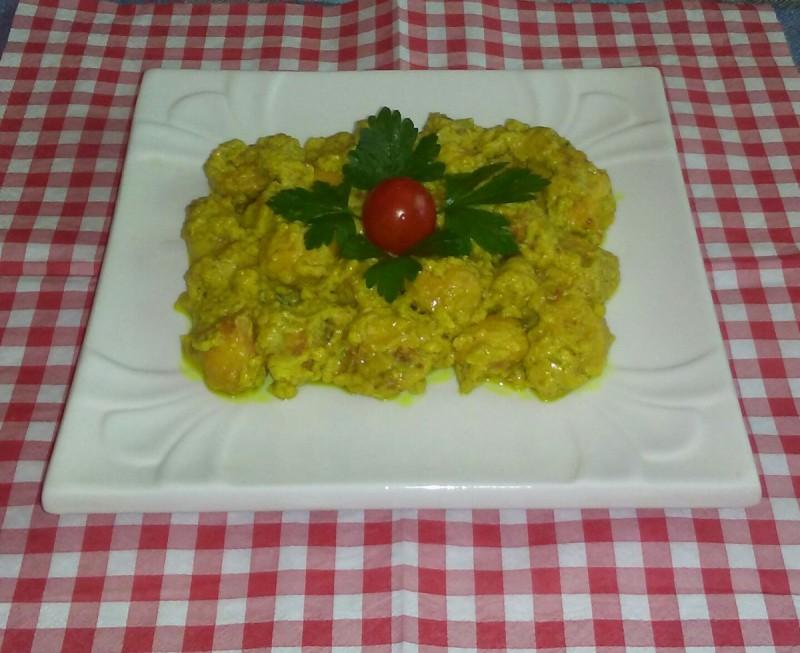 Пилешко и печурки во кари сос