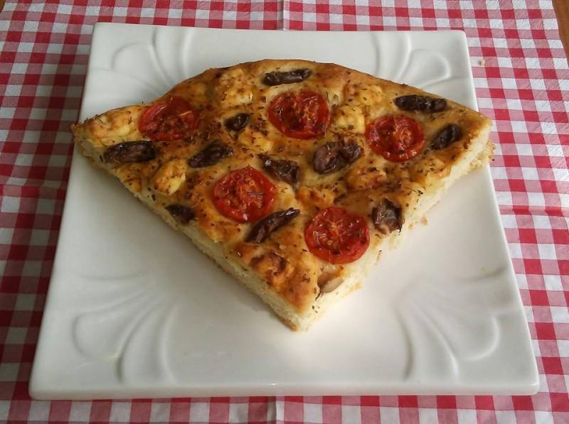 Фокача со шери домати,сирење и маслинки