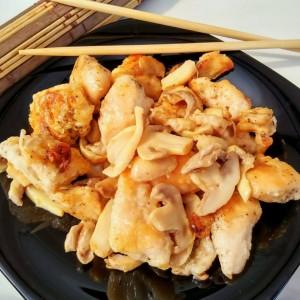 Кинеско пилешко со шампињони
