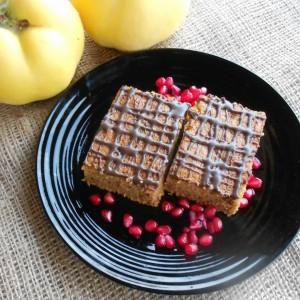 Есенски колач со тиква, дуња и ароматични зачини