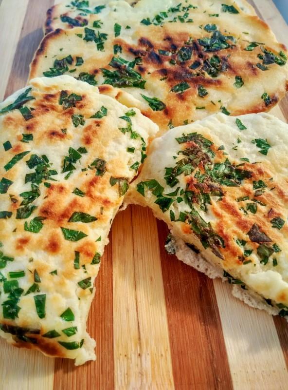 Индиски наан леб со коријандер