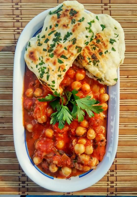 Индиска Чана Масала - наут во кари сос