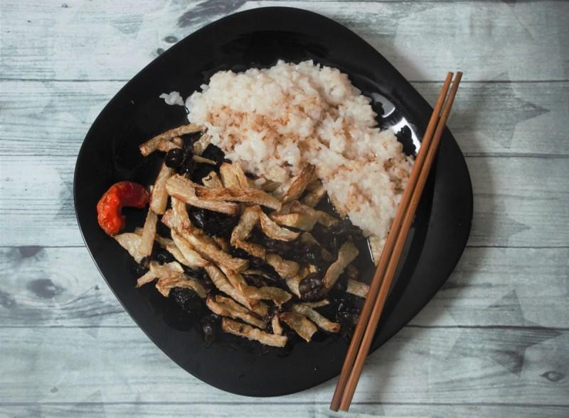 Пржена келераба со црни печурки (кинеско)