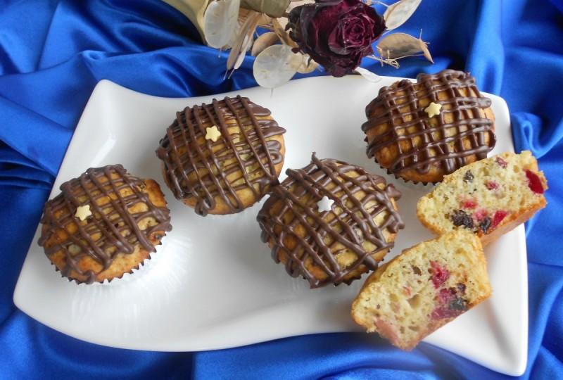 Маскарпоне мафини со суви сливи и кандирани вишни