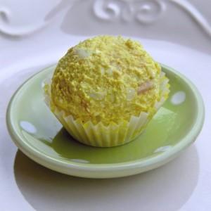 Солени бомбици со куркума и варени јајца