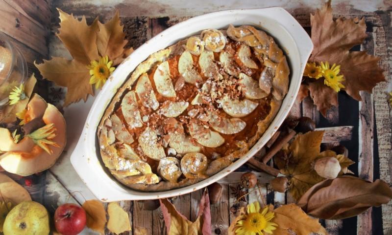 Есенска пита (тиква, јаболки, дуњи и бадеми)