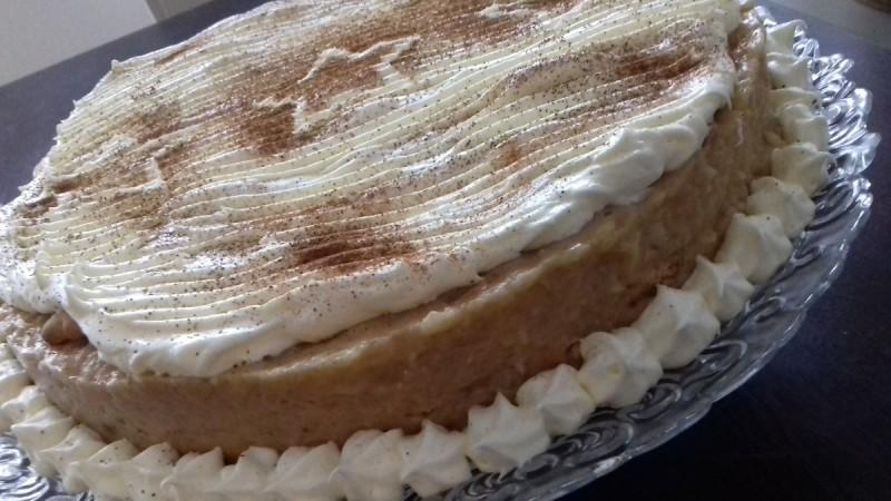 Торта од јаболки и путер од кикирики (без печење)