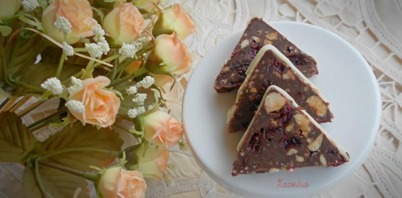 Триаголници со кондензирано млеко и чоколадо