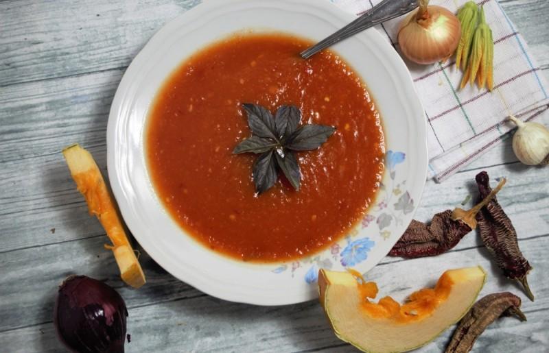Чорба од тиква, кромид и везени пиперки