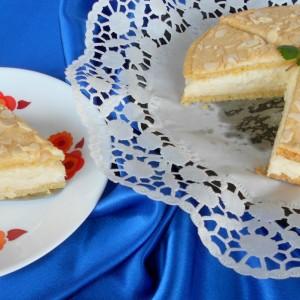 Рустична торта од  листови од бадеми и фил од дуња