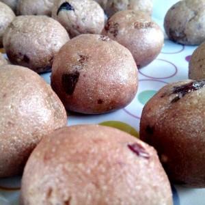 Топчиња со суво грозје и мармалад (посно)