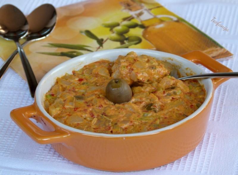 Компир салата со маслинки и ајвар