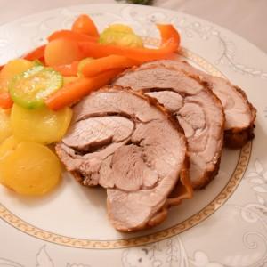 Печено мисиркино месо со мешан зеленчук