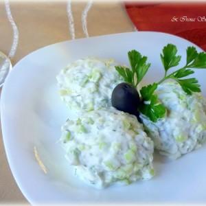 Бела салата со крем сирење и краставица