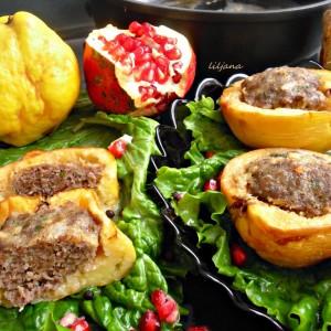 Полнети дуњи со мелено месо