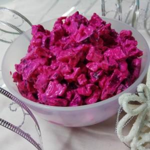 Розе салата со пилешко, цвекло и кисели краставички