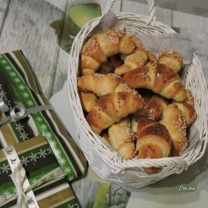 Кифли со пециво и квасец (без стасување)
