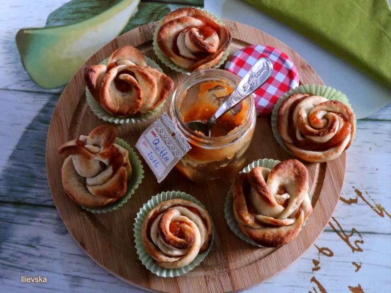 Кифлички со мед и мелени семки (посно)