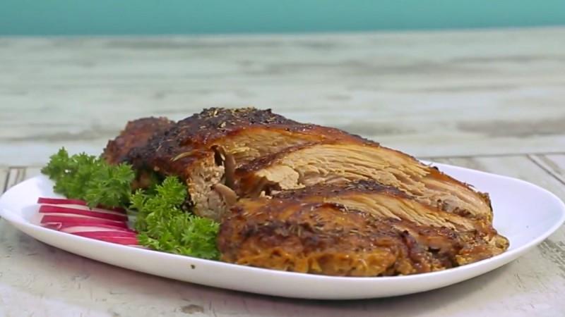 Видео рецепт: Свински бут во маринада од млеко