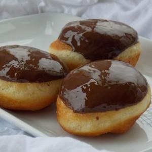 Чоколадни полнети крофни