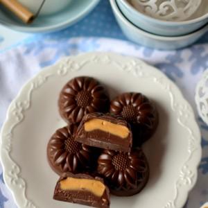Чоколадни пралини со дулче де лече