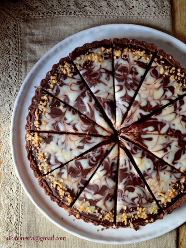 Чоколаден тарт со путер од кикирики